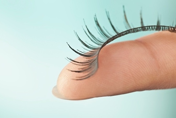 Clean False eyelash